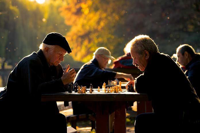 Czy praca opiekuna osób starszych jest wymagająca?